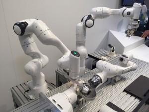 フランス発の協働ロボット KBee社 FRANKA AMIKA