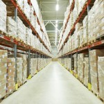 Amazon、倉庫ロボット活用動画 3万台使って24億円のコスト削減