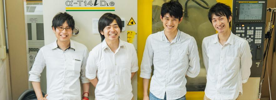 左から、株式会社ロビット/新井氏、高橋氏、河北氏、平野氏